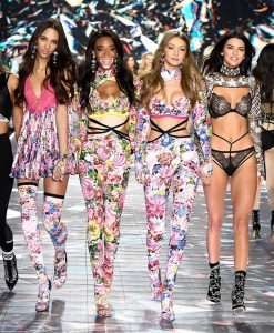 Pesona Winnie Harlow di Barisan Angels Victoria Secret